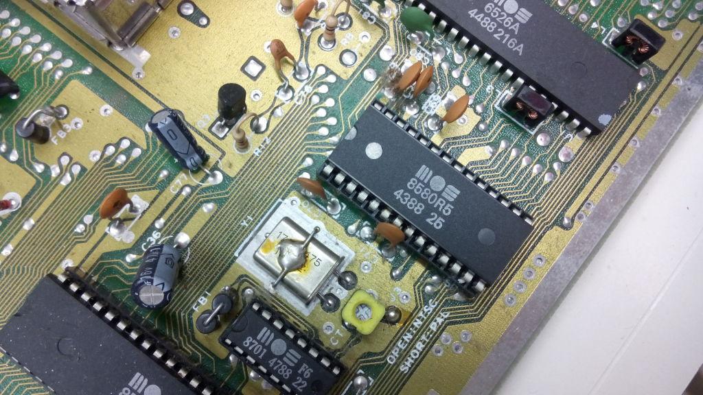MOS 8580R5 SID Chip